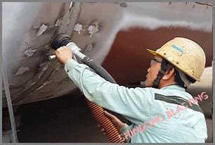 Máy phun bi làm sạch đường hàn<br/> tại Công ty Đông Bắc